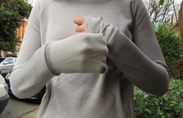 Love it when winter running tops have fold over sleeves - GapFit